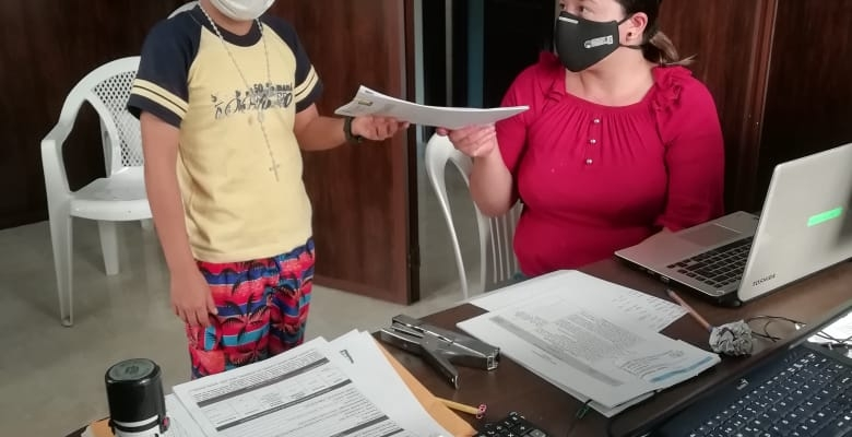 AYUDA A LOS NIÑOS Y ADOLESCENTE DE LA UNIDAD EDUCATIVA JUAN LEON CON LAS FICHAS PEDAGOGICAS.